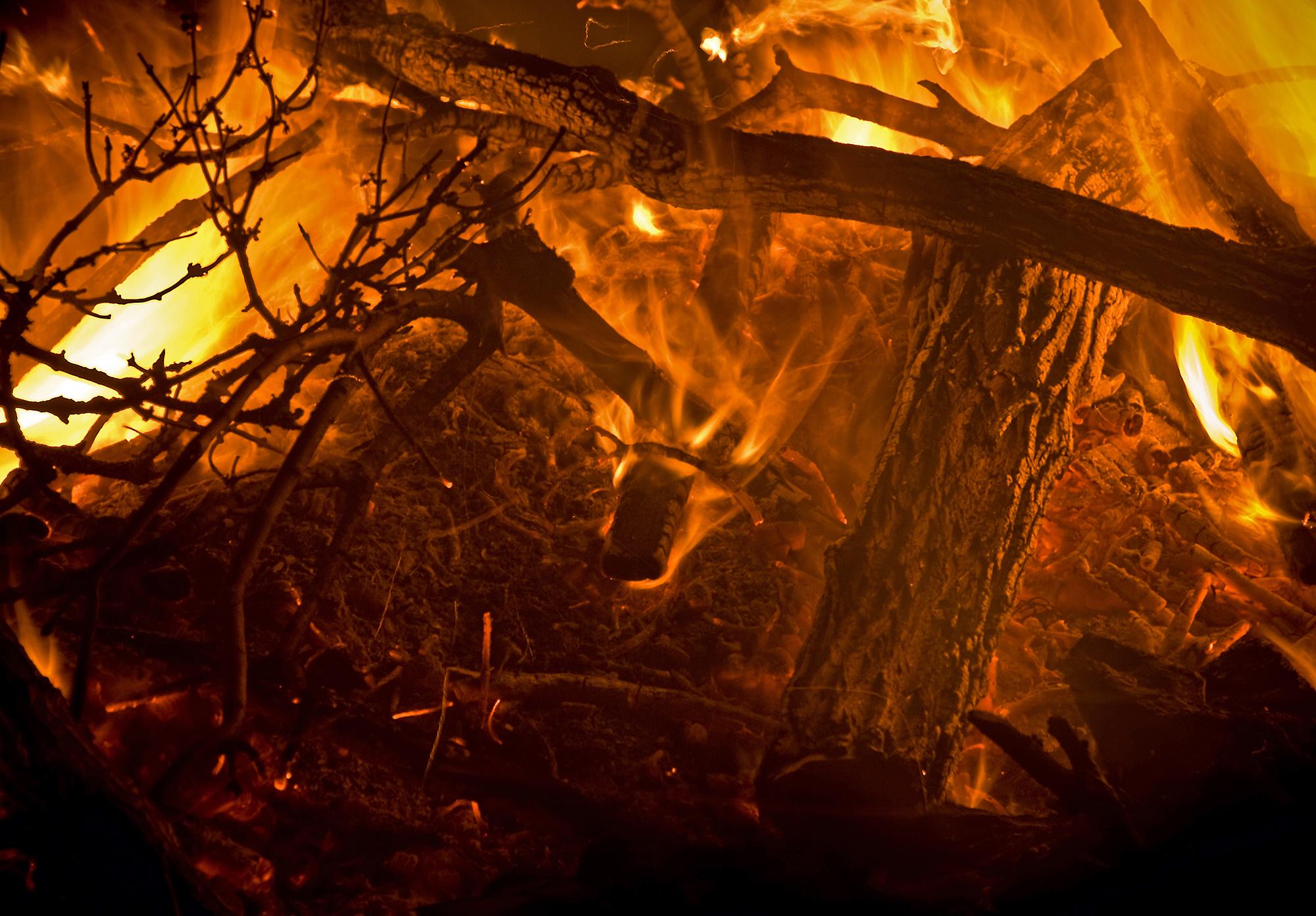 Burning Bonfire Details
